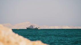 Шлюпка плавает в Красное Море видеоматериал