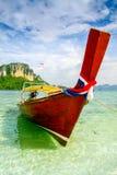 Шлюпка пляжа Krabi на красивом пляже Стоковое Изображение RF