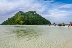Шлюпка пляжа Krabi на красивом пляже Стоковая Фотография RF