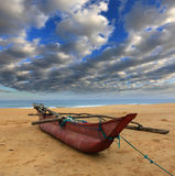Шлюпка рыб на береге океана Стоковые Фотографии RF