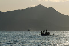 Шлюпка с рыболовами Стоковые Изображения