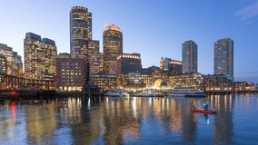 Шлюпка службы береговой охраны в гавани Бостона Стоковые Фотографии RF