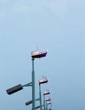 Шлюпка фонарного столба модельная с небом стоковое фото