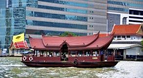 Шлюпка челнока Бангкока мандарина восточная на Реке Chao Praya Стоковая Фотография RF