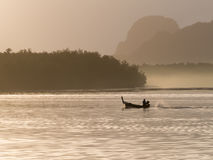Шлюпка Longtail на Samchong-tai, Phang, Таиланде Стоковые Изображения