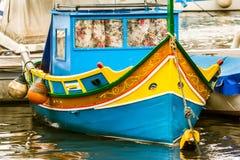 Шлюпка Luzzu, гавань Marsaxlokk, Мальта Стоковое Фото