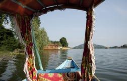 Шлюпка Shikara в Кашмире Индии Стоковая Фотография