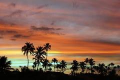 Шлюпки восхода солнца на сияющем пляже Стоковая Фотография RF