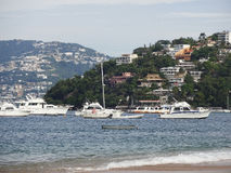 Шлюпки в гавани Акапулько Стоковые Изображения