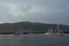 Шлюпки в гавани на заходе солнца Стоковые Фотографии RF