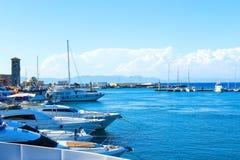 Шлюпки в гавани mandraki Городок Родоса, Греция Стоковое Изображение RF