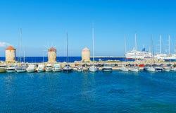 Шлюпки в гавани mandraki Городок Родоса, Греция Стоковые Изображения RF