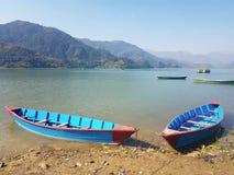 Шлюпки в озере в Непале Стоковые Фото