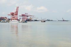 Шлюпки в порте Sihanoukville автономном, Камбодже стоковые фотографии rf