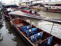 Шлюпки в рынке Amphawa плавая, тайское культурном стоковая фотография