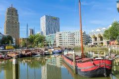 Шлюпки в старой гавани Роттердаме, Нидерландах Стоковое Изображение