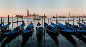 Шлюпки гондолы на Венеции Стоковые Изображения