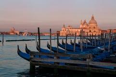 Шлюпки гондолы на Венеции Стоковое Фото