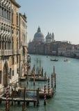 Шлюпки & гондолы на грандиозном канале в Венеции Стоковые Фото