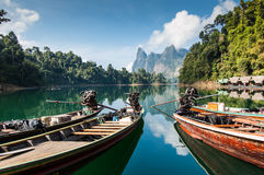 Шлюпки длинного хвоста, национальный парк Khao Sok стоковые фотографии rf