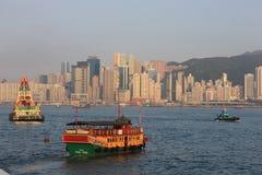 Шлюпки и горизонт гавани Гонконга Стоковые Изображения