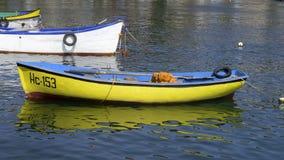 Шлюпки и корабли в порте стоковые изображения