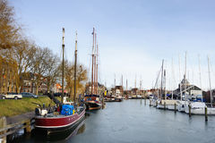 Шлюпки и яхты в гавани города litlle исторического Стоковые Изображения RF