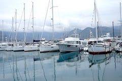 Шлюпки и яхты в заливе Адриатического моря Стоковые Фотографии RF