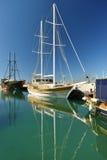 Шлюпки и яхты в порте Стоковые Изображения