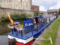 Шлюпки канала узкие на торжестве 200 год канала Лидса Ливерпуля на Burnley Lancashire Стоковые Фотографии RF