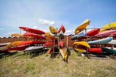 Шлюпки каное на пляже Sestri Levante, Италии Стоковое фото RF