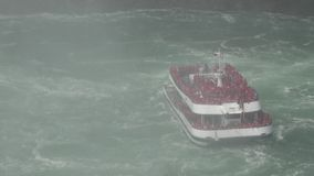 Шлюпки, корабли, сосуды, погода шторма акции видеоматериалы