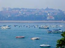 Шлюпки моря Qingdao sightseeing стоковая фотография