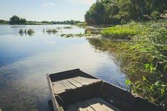 Шлюпки на береге озера Стоковые Изображения