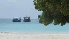 Шлюпки на бечевнике Мальдивов Стоковая Фотография