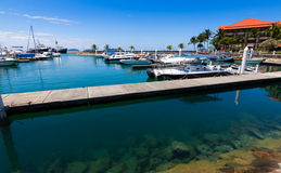 Шлюпки на гавани с голубым небом Стоковое Фото