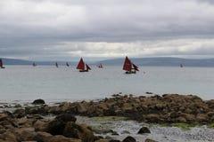 Шлюпки на заливе Голуэй, Ирландии Стоковое фото RF
