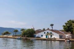 Шлюпки на море города Paraty - RJ - Бразилия Стоковые Фотографии RF