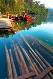 Шлюпки на озере в джунглях Стоковое Изображение