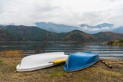 Шлюпки на озере Kawaguchiko, Японии Стоковые Изображения RF
