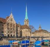Шлюпки на пристани в Цюрихе в wintertime стоковая фотография