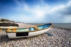 Шлюпки на пляже на Budleigh Salterton стоковые фотографии rf