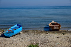 Шлюпки на пляже Стоковые Изображения
