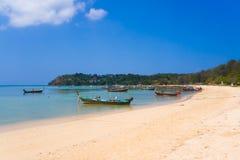 Шлюпки на пляже Rawai Стоковые Изображения