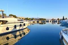 Шлюпки на Alimos Attica Греции стоковое изображение rf
