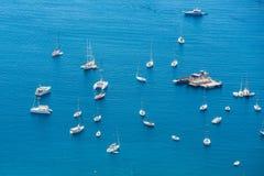 Шлюпки на ` Azur Коута d пляжном Стоковое Изображение RF