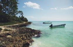 2 шлюпки около пляжа в карибском море Стоковое фото RF