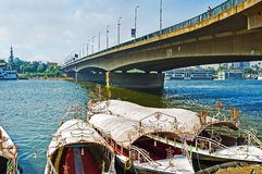 Шлюпки под мостом Стоковые Фотографии RF