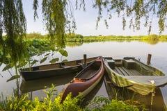 3 шлюпки причаленной на реке Стоковые Фото