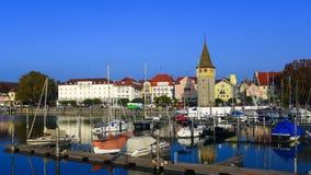 Шлюпки причалили в гавани, Lindau Германии стоковые изображения